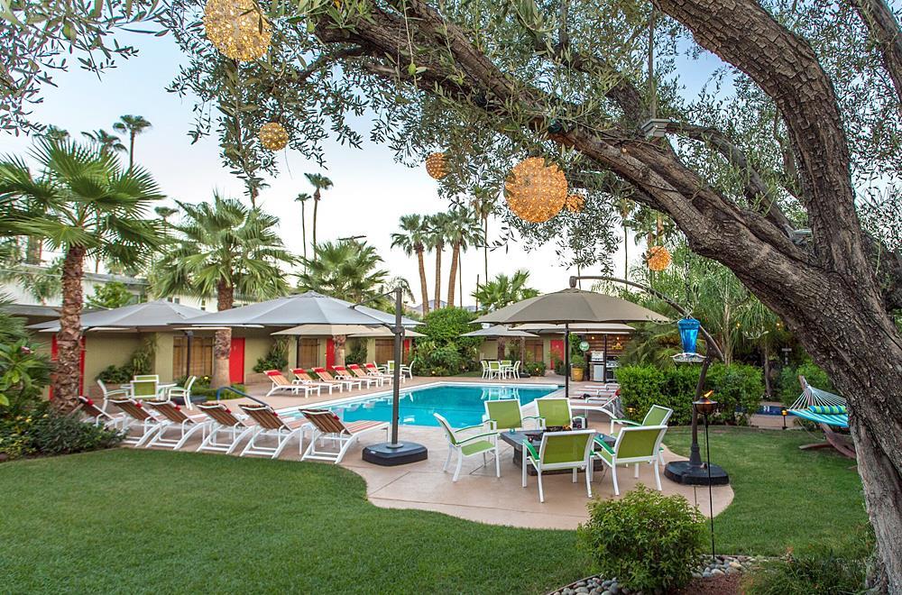 Desert Riviera pool